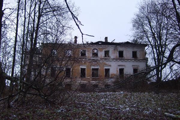Местоположение главного дома на высоком берегу Холохольни ...: http://www.proselki.ru/topics/krasnoe_tver/DSCF0225a.pic.htm